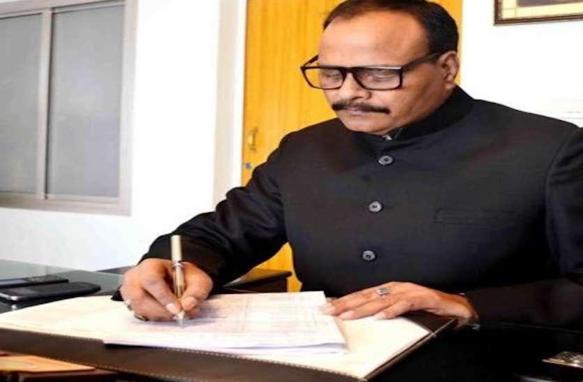 कैबिनेट मंत्री बृजेश पाठक ने विधायक निधि से दिए एक करोड़ रुपये