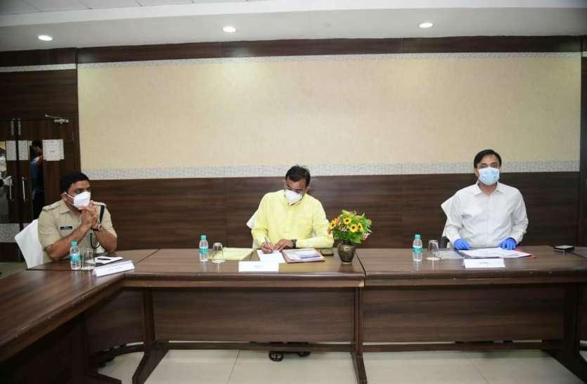 वीडी शर्मा ने की कोरोना के हालातों की समीक्षा