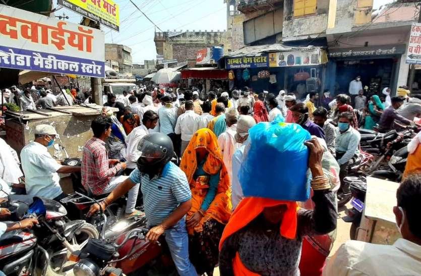 वीकेंड कफ्र्यू से पहले बाजारों में उमड़ी संक्रमण की भीड़