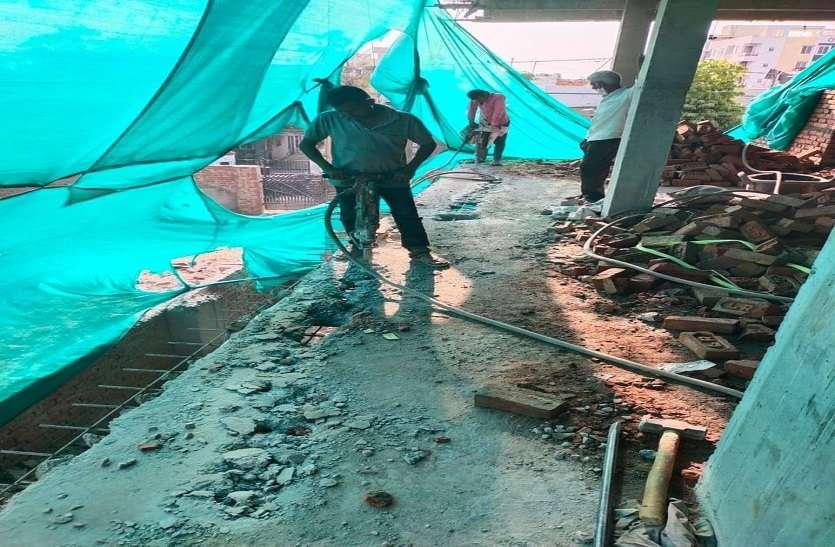 करतारपुरा फाटक के पास अवैध निर्माण पर चली लोखंडा मशीन