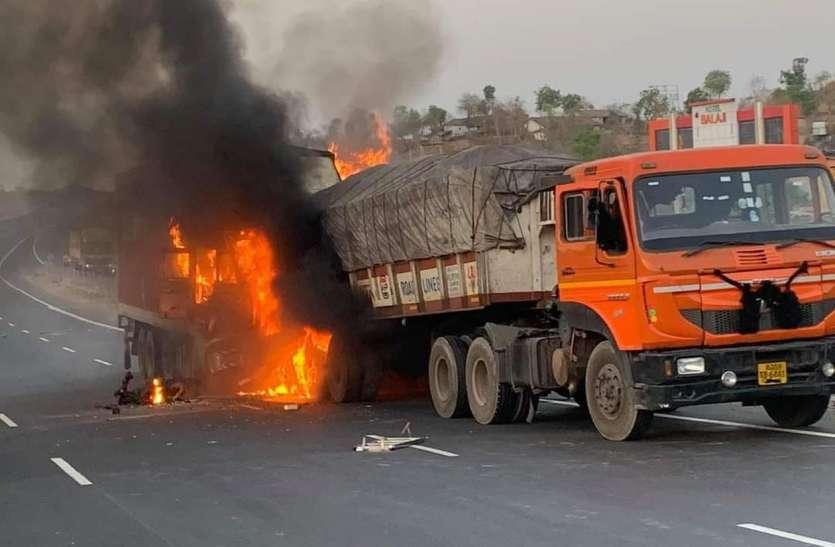 हाइवे पर भिड़े वाहन, दो लोग जिंदा जले