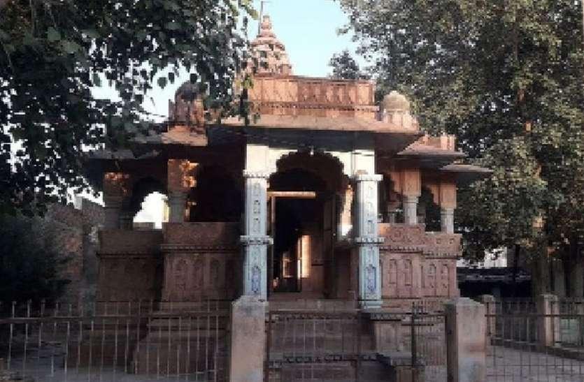 देखरेख के अभाव में जीर्णशीर्ण होता चारभुजा मंदिर