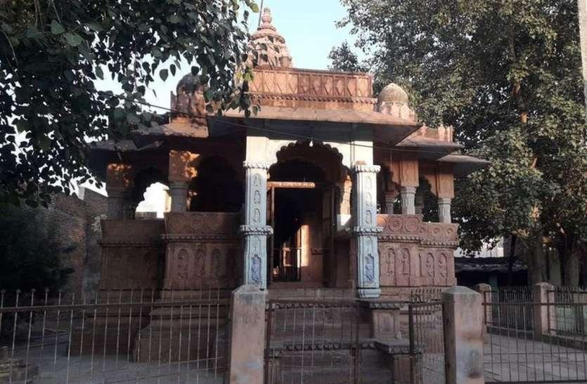 ऐतिहासिक धरोहरों की अनदेखी, जीर्णशीर्ण हो रहा चारभुजा मंदिर