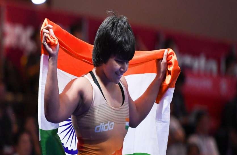एशियाई कुश्ती चैंपियनशिप : कोरियाई पहलवान को हराकर दिव्या काकरान ने जीता स्वर्ण
