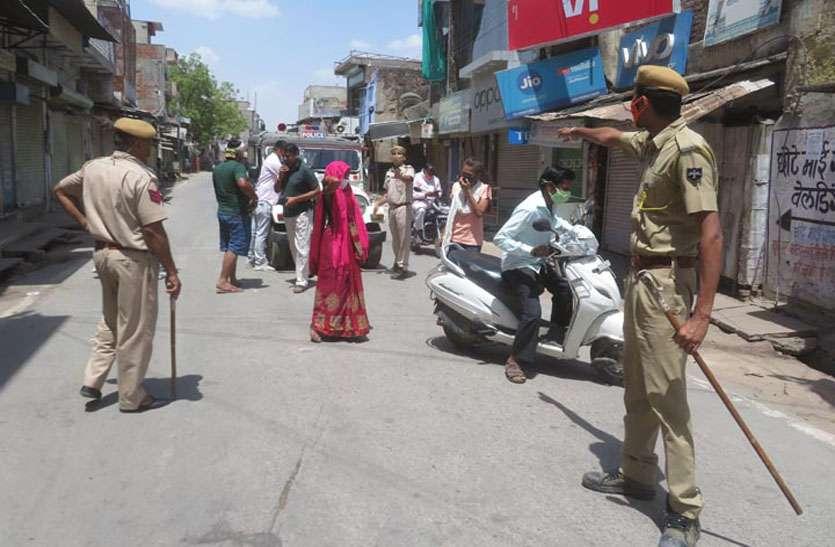 कफ्र्यू में केद रहे लोग, नहीं मानने वालों के पुलिस ने किए चालान
