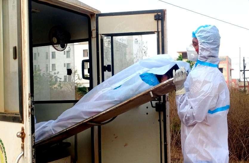 स्वास्थ्य विभाग की बड़ी लापरवाही, बालोद में फटे पीपीई किट में पैक कर दिया कोरोना से मृत व्यक्ति का शव