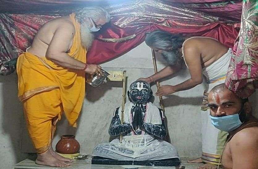 GALATA TIRTH : रामानुज कीर्ति स्तंभ के परिक्रमा कर निकाली प्रभातफेरी
