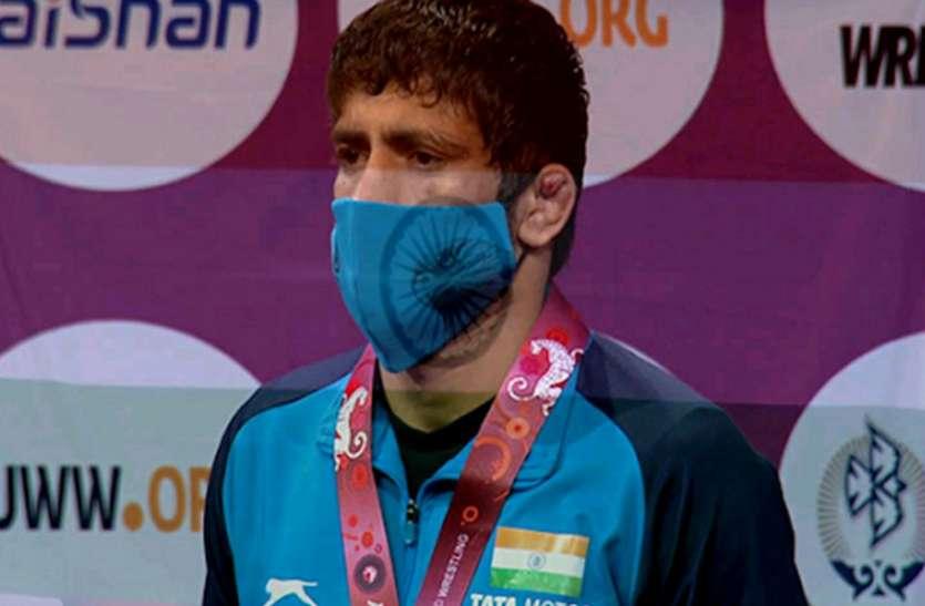 एशियाई कुश्ती प्रतियोगिता : रवि दहिया ने जीता स्वर्ण पदक, बजरंग पूनिया को रजत पदक