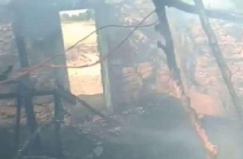 चैनपुरिया के निकट टापरी में लगी आग