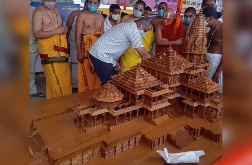 Ayodhya में रामनवमी से नई व्यवस्था : रामलला संग कोदंड राम के भी होंगे दर्शन, परिसर में भव्य मंदिर मॉडल भी लगाया गया
