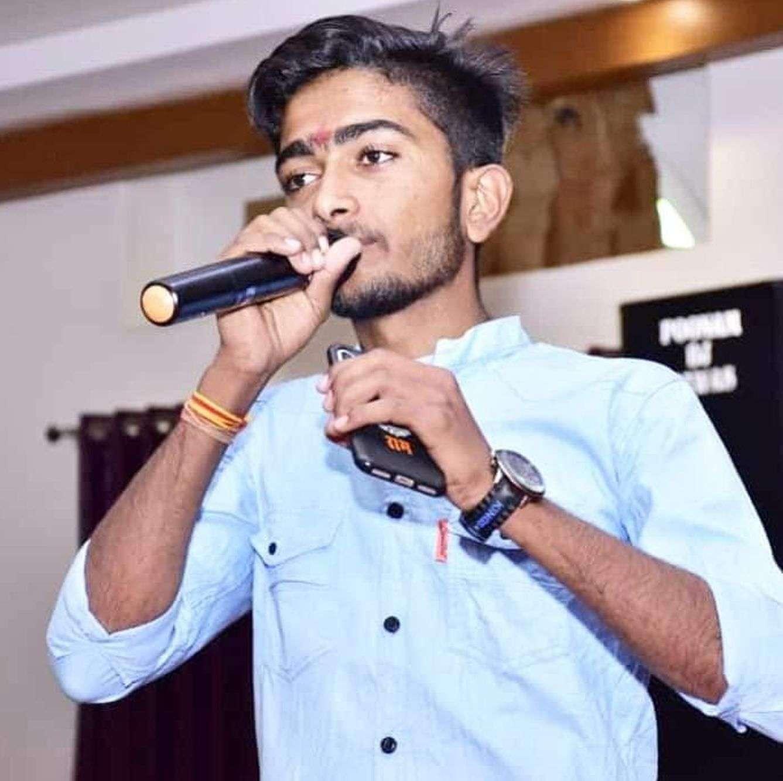 हिंदी की चुनौतियों पर दिया व्याख्यान