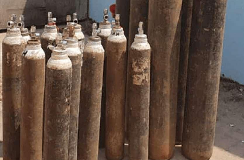 मरीजों को उपलब्ध होगी ऑक्सीजन, औद्योगिक इकाइयों के लिए रोक
