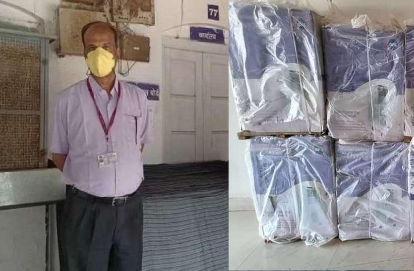 संकट में दानवीर आ रहे आंगे:पूर्व विधायक ने सौंपे गद्दे, जैन समाज ने ऑक्सीजन मशीन