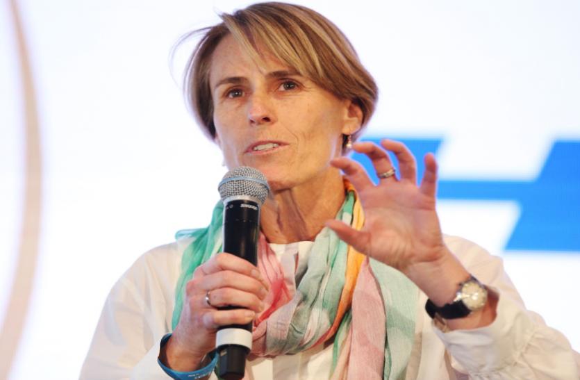 महिलाओं को लिमिटेड ओवर्स के क्रिकेट फॉर्मेट पर ज्यादा फोकस करना चाहिएः बेलिंडा क्लार्क