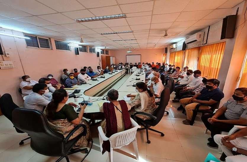 मेडिकल स्टाफ और मरीजों का मनोबल बढ़ाने के लिए निजी संस्थाओं के साथ बैठक
