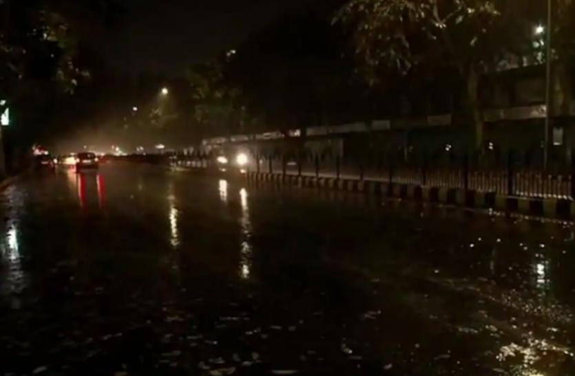 मौसम ने बदली करवट, दिल्ली-एनसीआर में बूंदाबांदी तो कई राज्यों में रिमझिम बारिश