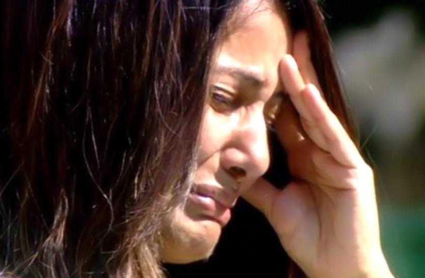 हिना खान के पिता का हुआ निधन, शूटिंग छोड़ वापस लौटीं एक्ट्रेस