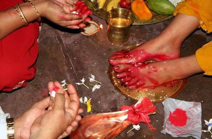 Navratra: जुटे अष्टमी पूजन में, कराएंगे कन्याओं को भोजन