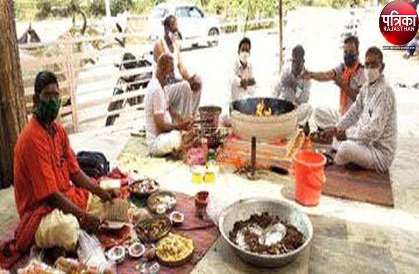 दुर्गाष्टमी पर देवी मंदिरों में मंत्रोच्चार संग गूंजे जयकारे
