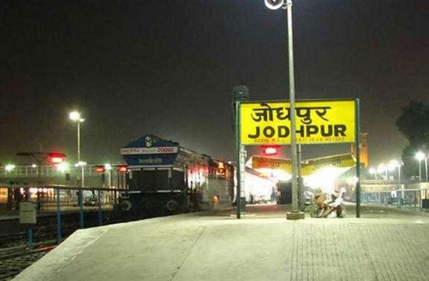 आरटी-पीसीआर रिपोर्ट बिना रेलवे स्टेशन आई महिला का हंगामा