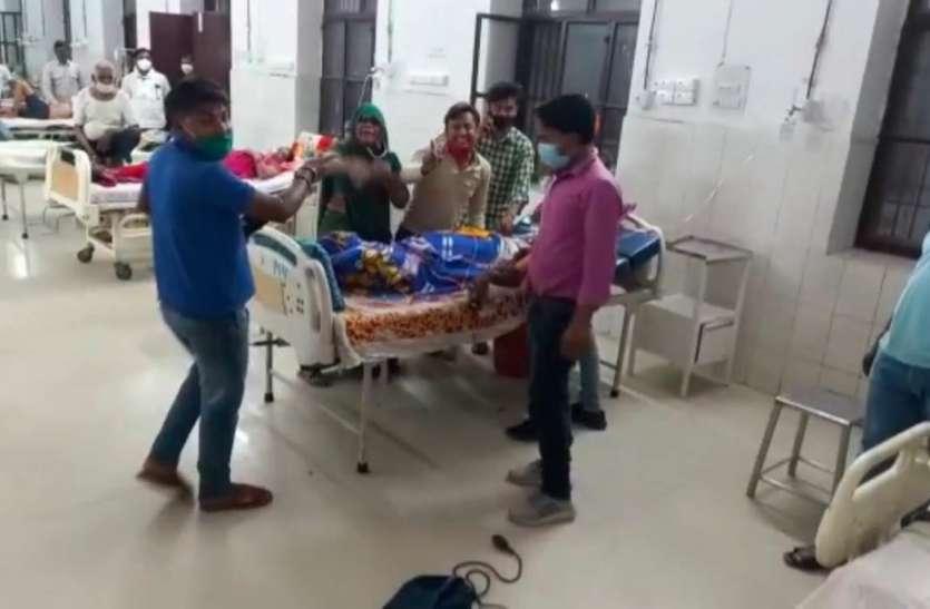 मरीज की मौत के बाद अस्पताल में तोड़फोड़, चिकित्सकों से अभद्रता