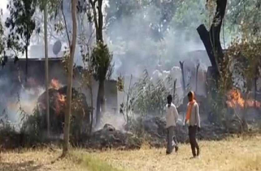 श्रावस्ती में आग लगने से दर्जनभर घर राख, महिला सिपाही आग की लपटों फंसी, हुई बेहोश