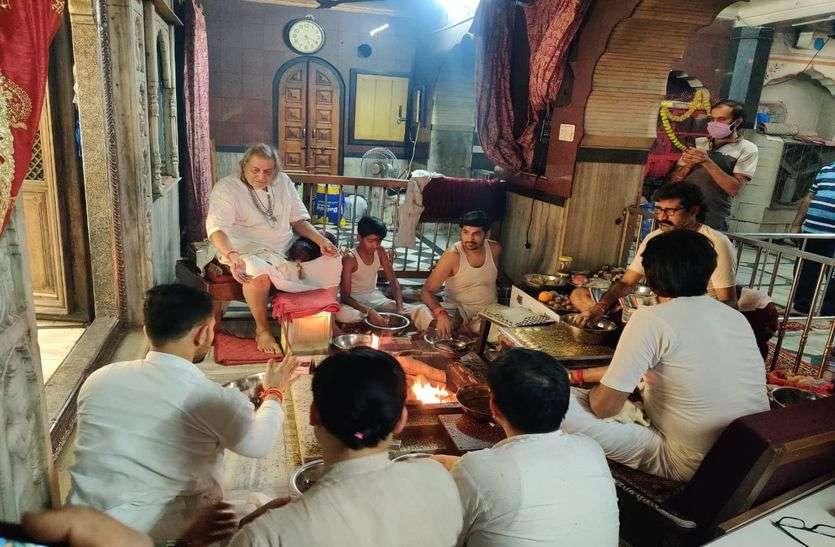 NAVRATRI : मंदिरों में हुआ अभिषेक व हवन, कन्याओं का किया पूजन