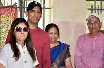 एमएस धोनी के माता-पिता कोरोना पॉजिटिव, रांची के अस्पताल में भर्ती