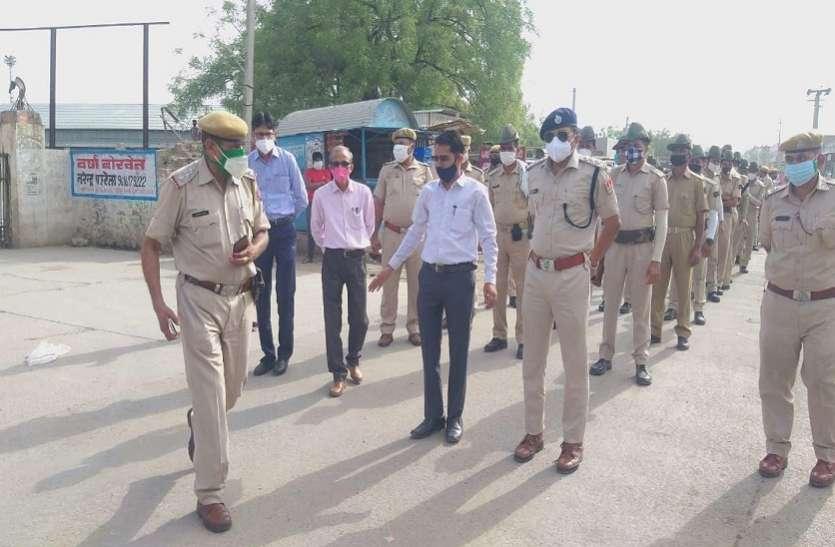 पुलिस ने निकाला फ्लैग मार्च