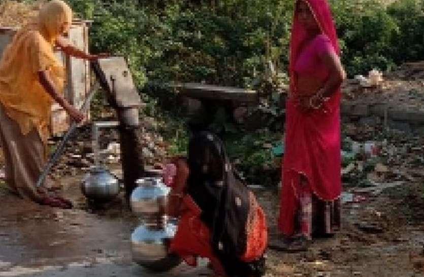 बालापुरा गांव में बिगड़ रही पेयजल व्यवस्था