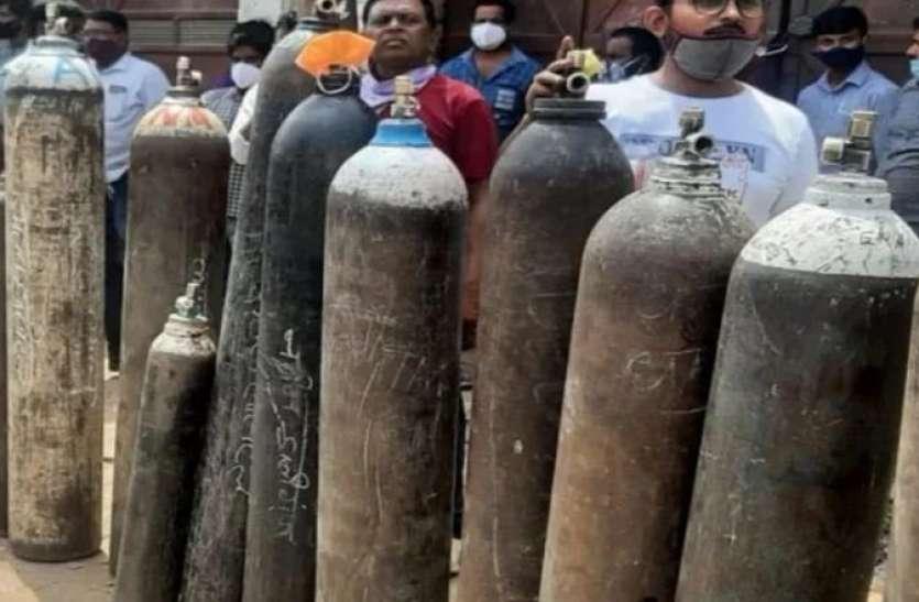 Delhi में Oxygen संकट के बीच रीफिल सेंटर पर बड़ा छापा, स्वास्थ्य मंत्री ने केंद्र से लगाई ये गुहार