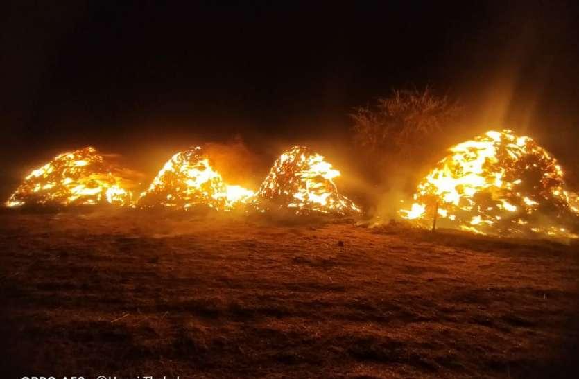 5 गांव में लगी आग, 80 भूस के कूप समेत दो दर्जन घरों में लगी आग
