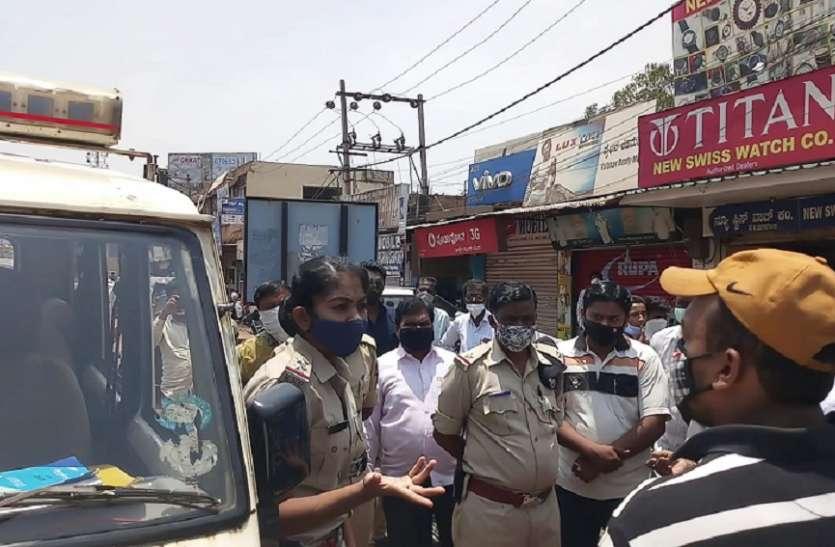 व्यापारी रहे असमंजस में, पुलिस ने बंद करवाई दुकानें