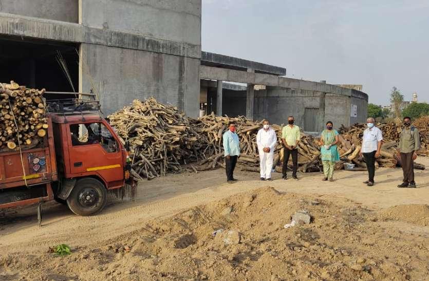 SURAT NEWS DAYRI: मोक्षधाम में लकडिय़ों का योगदान
