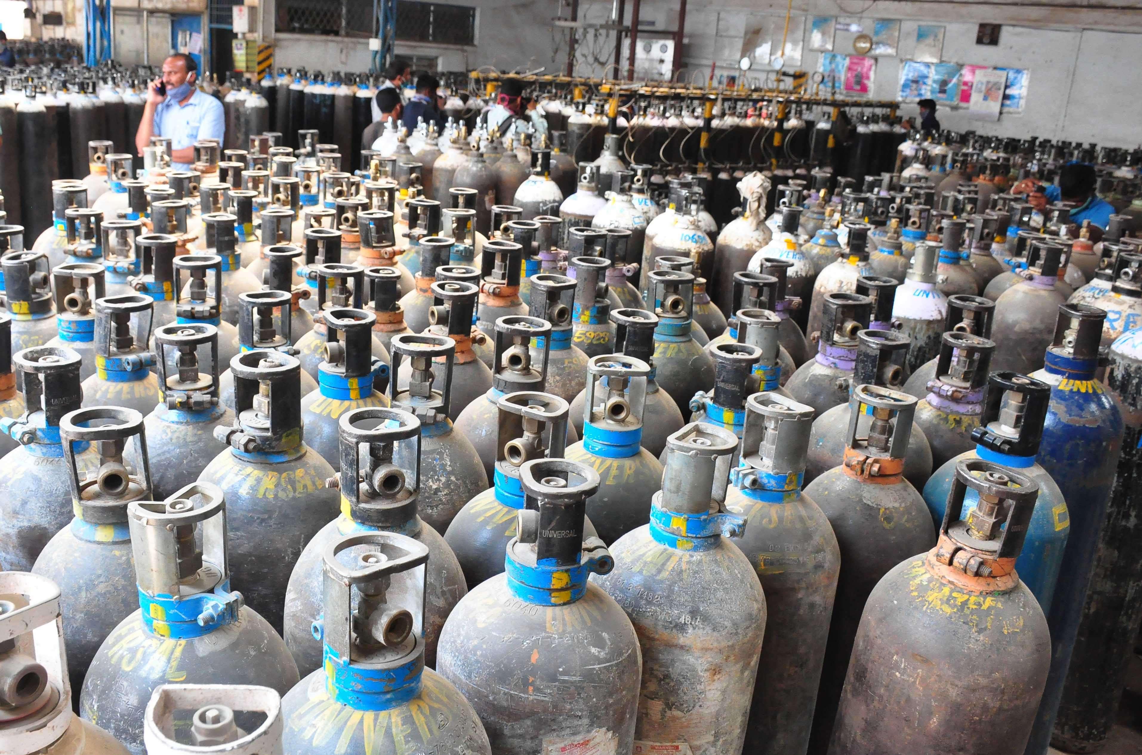 कर्नाटक में रेमडेसिविर या ऑक्सीजन की दिक्कत को तो इस नंबर पर कॉल करें, सरकार करेगी मदद