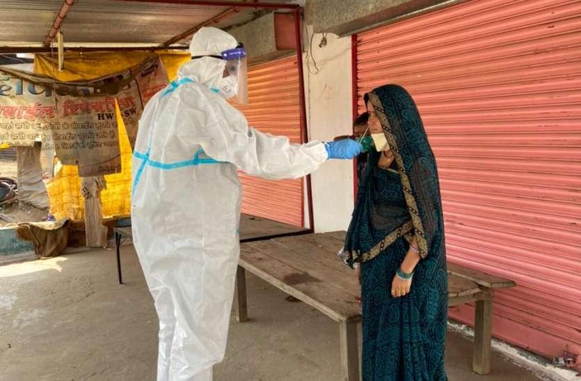 कोरोना के बढ़ते संक्रमण में पीछे हट रहे टीकाकरण से