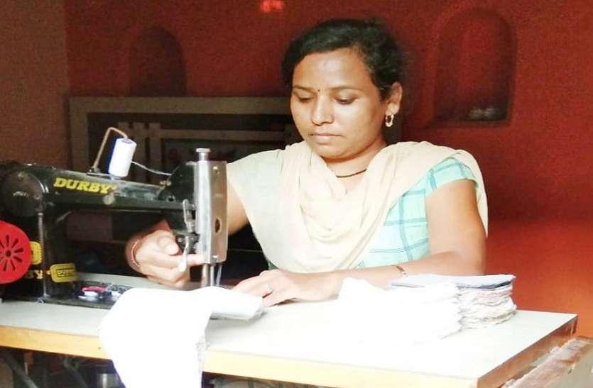 आठ हजार महिलाएं हर दिन बना रहीं दो लाख मास्क