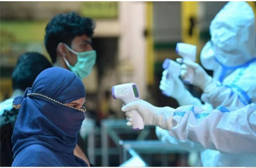 यूपी में लगातार तीसरे दिन कम आए कोरोना के नए मामले, डिस्चार्ज रेट बढ़ा, आज 32,993 हुए संक्रमित