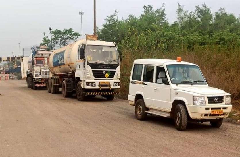 ओडिशा ने कई राज्यों में भेजे ऑक्सीजन के 15 टैंकर, एक दिन पहले ही की थी मदद की बात