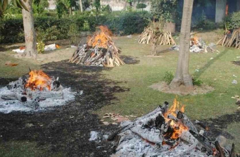 कानपुर में एक दिन में रिकॉर्ड 476 की अंत्येष्टि, सूर्यास्त के बाद चिता न जलाने की भी टूटी परंपरा