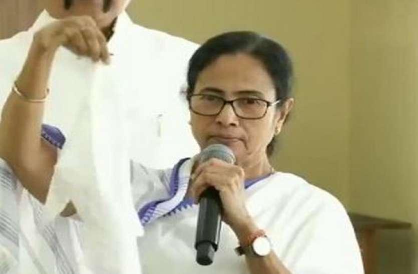 ममता ने केंद्र पर लगाया भेदभाव का आरोप, कहा- भाजपा राज्यों में आपूर्ति के लिए बंगाल से ऑक्सीजन भेजी जा रही