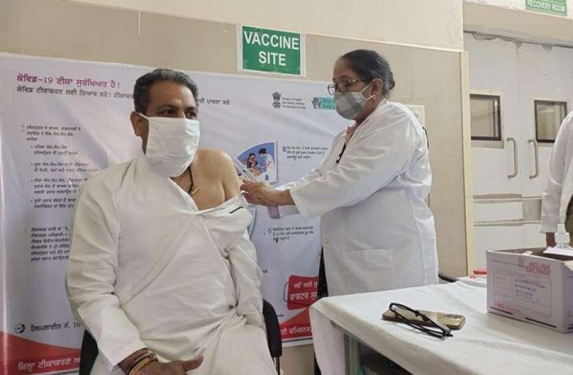 इंडिया रेटिंग्स का अनुमान, भारत में कुल कोविड वैक्सीनेशन प्रोग्राम पर खर्च हो सकते हैं 67,193 करोड़ रुपए