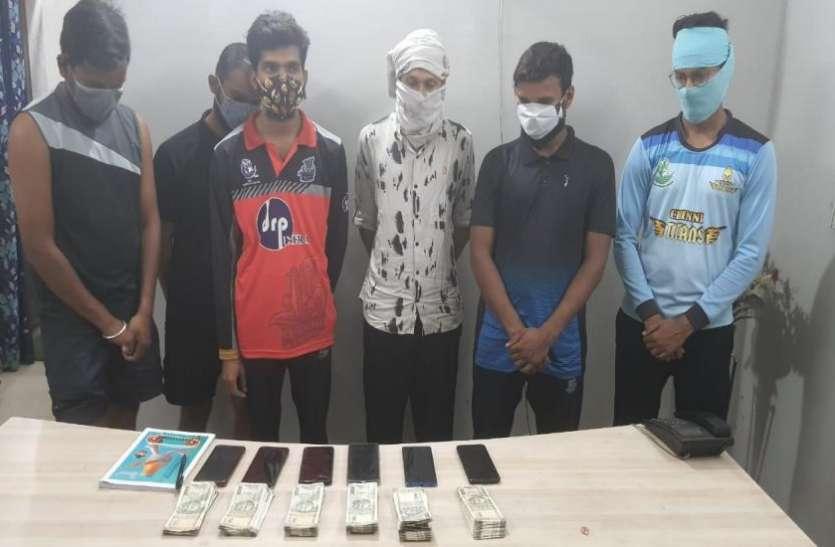 IPL मैच में सट्टेबाजी करते 6 युवक गिरफ्तार, मोबाइल फोन समेत डेढ़ लाख से अधिक की राशि जब्त