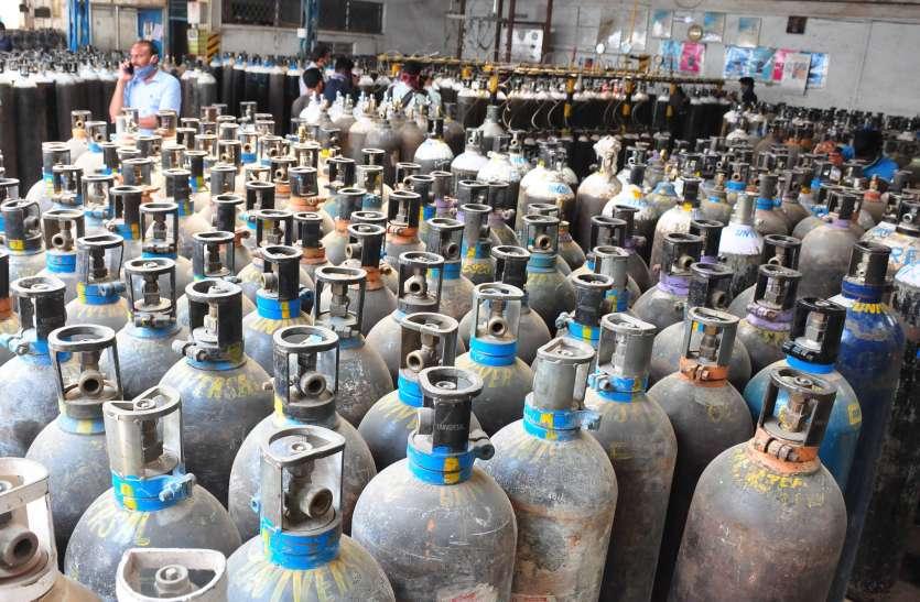 कर्नाटक : ऑक्सीजन उत्पादन इकाई पर छापा, कई सिलेंडर जब्त