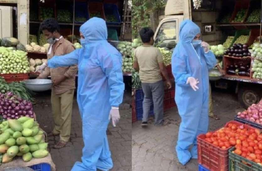 कोरोना का विकराल रूप देख एक्ट्रेस भूली फैंसी ड्रेस, पीपीई किट पहन कर निकलीं शॉपिंग पर