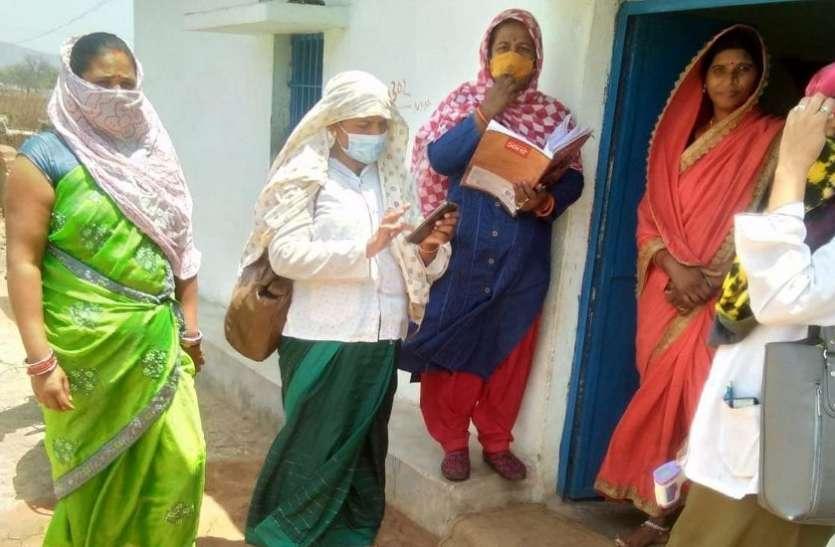 कोरोना संक्रमण पर पर्दा, पड़ोसी बता रहे पड़ोसी का हाल