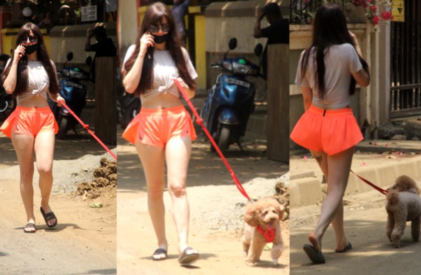 Giorgia Andriani photos : हॉट पैंट्स में डॉगी को घूमाने निकलीं जॉर्जिया एंड्रियानी