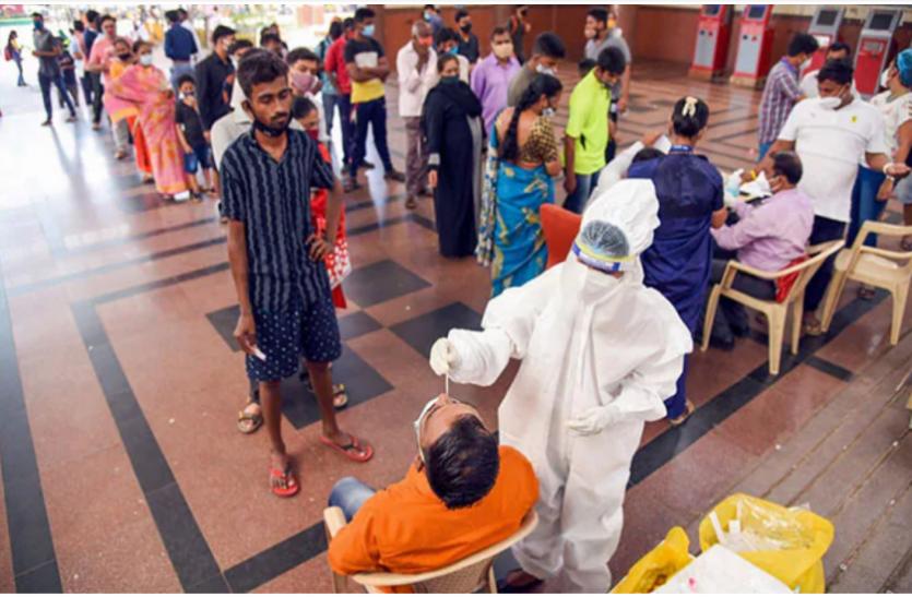 महाराष्ट्र: बीते 24 घंटे में 62,919 मरीज हुए कोरोना संक्रमित, 828 की मौत