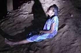 दवा लाने की बात कह कोरोना पीडि़त दादी को छोड़ा समुद्र किनारे, रात भर बैठी रही