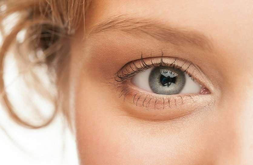 आंखों की रोशनी बढ़ाने के लिए घर में करें यह उपाय, शरीर को भी होगा फायदा